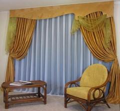 Шторы для гостиной могут отличаться цветом и текстурой материала
