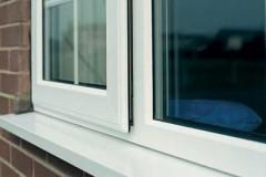 Обязательным элементом любого современного окна являются контуры уплотнения