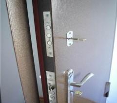 установка замков в металлическую дверь