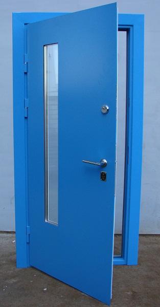 железные крашенные двери
