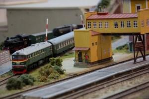 Детская железная дорога как украшение помещения