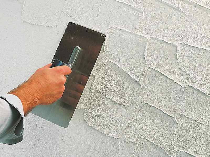 Apply decorative plaster on the wall