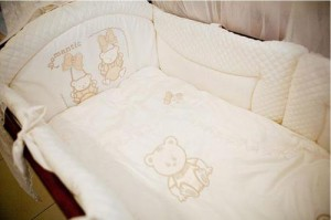 Bed linen in a crib