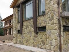 Facing a natural stone facade