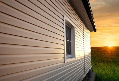 Finishing facade houses vinyl siding