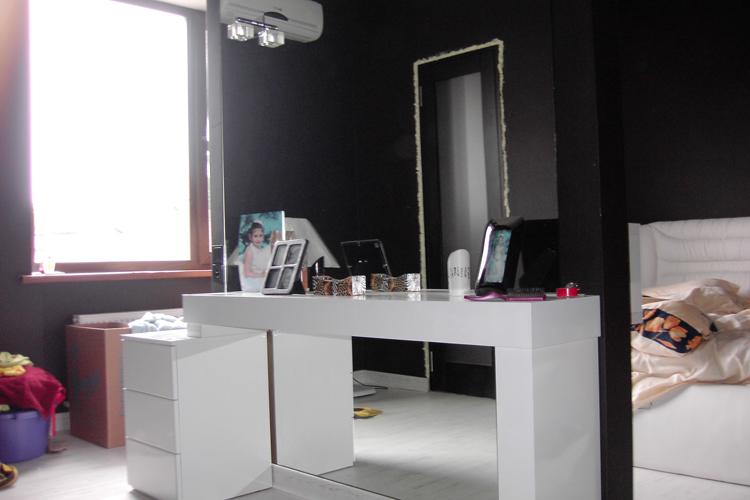 Черно — белый интерьер спальни в фото