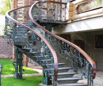 Сходни и их использование в дизайне частных домов