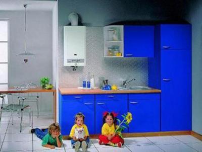 Фото угловая кухни с фасадом МДФ в пленке ПВХ. в хрущевку с газовой колонкой