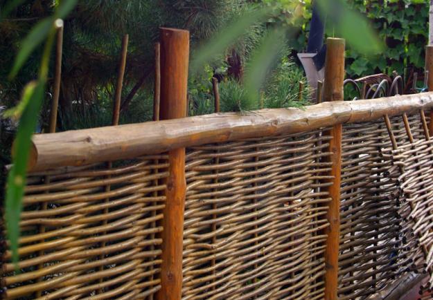 Плетеный декоративный забор своими руками