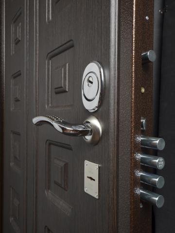 металлические сейфовые входные двери